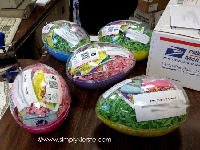 LOVE, love, love this idea!  You can mail (jumbo) plastic easter eggs without a box!!  :)  So fun!  Mailing Easter Eggs   simplykierste.com