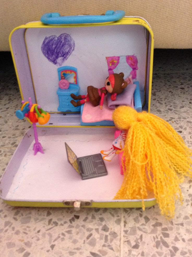 DIY recycling a lunchbox as a carry-on dollhouse for Lalaloopsies! So cute!