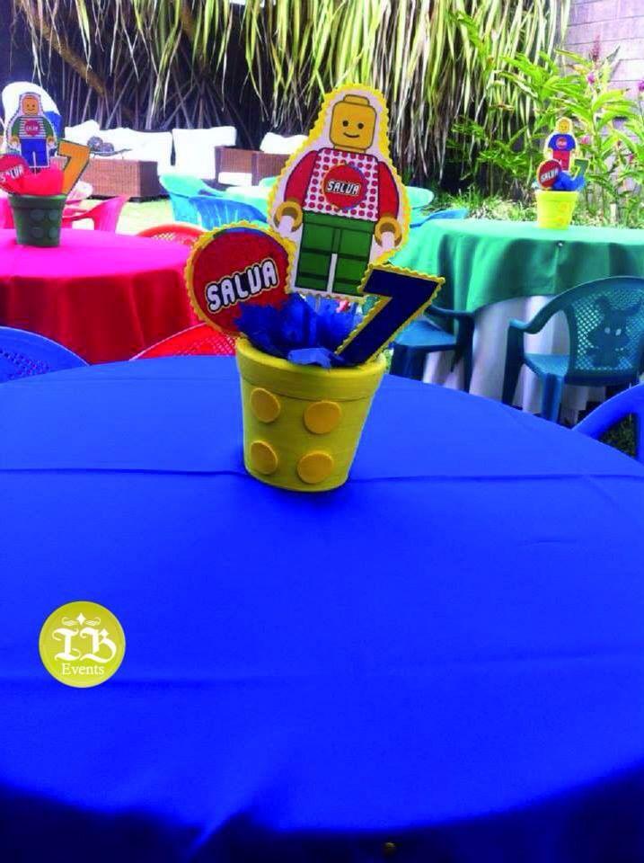 Centros de mesa con temática de Lego Managua Nicaragua Indira Baldelomar Event Planner