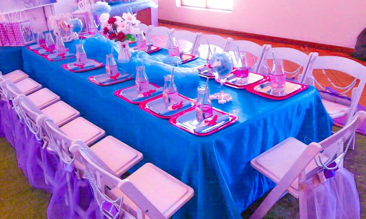 Frozen theme party with a touch pink