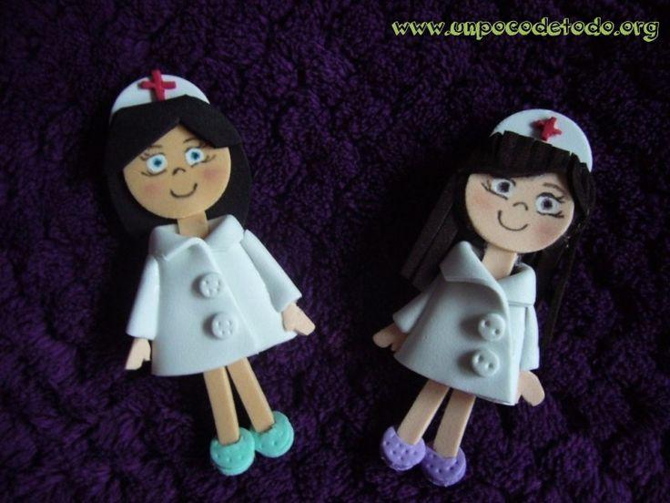 www.unpocodetodo.org - Broches de enfermeras - Broches - Goma eva - crafts - enfermera - manualidades - nurse -