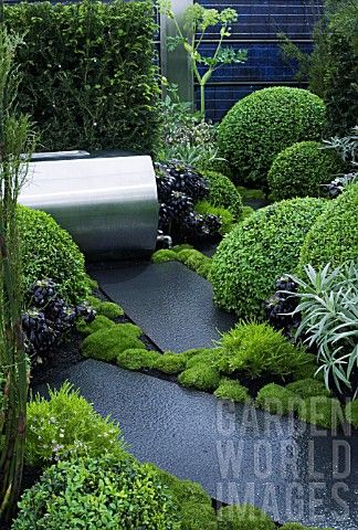 UP_ON_THE_ROOF__DES_JENNIFER_HIRSCH_GREEN_ROOF_GARDEN_WITH_STEEL_WATER_BUTT__POLISHED_STONE_PAVING_I