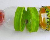 Caturtuchera hecha de botella de plastico con cierre, confeccinada por 100% Creativa.