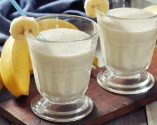 Smoothie Weight Watchers mangue et banane au lait d'amande  -1PP : http://www.fourchette-et-bikini.fr/recettes/recettes-minceur/smoothie-weight-watchers-mangue-et-banane-au-lait-damande-1pp.html
