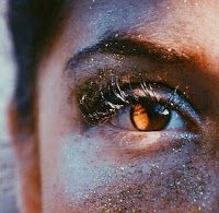 Describing eyes, Kill the cliche: eyes like emeralds. Mistakes people make while writing. Writing prompts. Writing Blog. Describing brown eyes. How to describe eyes.