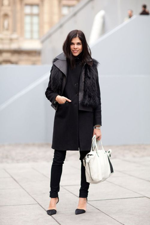Noir: White Bags, Emily Weiss, Black Outfits, All Black, Fashion Week, Winter Looks, Street Style, Winter Coats, Fur Vest