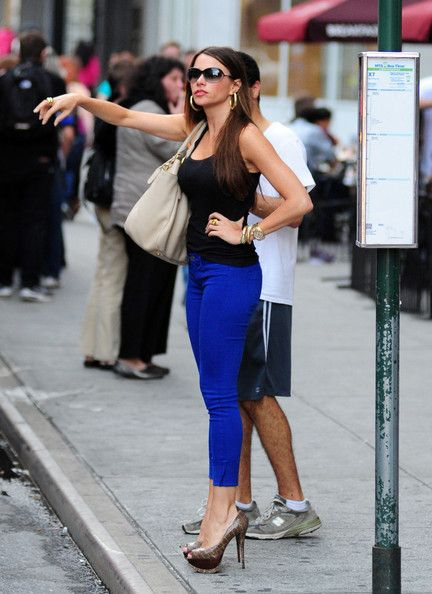 """Sofia Vergara Photos - """"Modern Family"""" actress Sofia Vergara got together with her ex-boyfriend Nick Loeb for dinner and shopping at Max Brenner Chocolatier in Union Square in New York on June 3, 2012. - Sofia Vergara Photos - 6487 of 10239"""