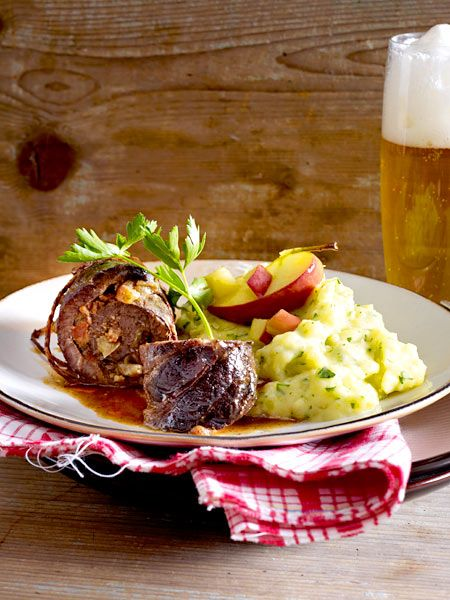 Rinderroulade mit Apfelfüllung zu Petersilienwurzel-Kartoffel-Püree