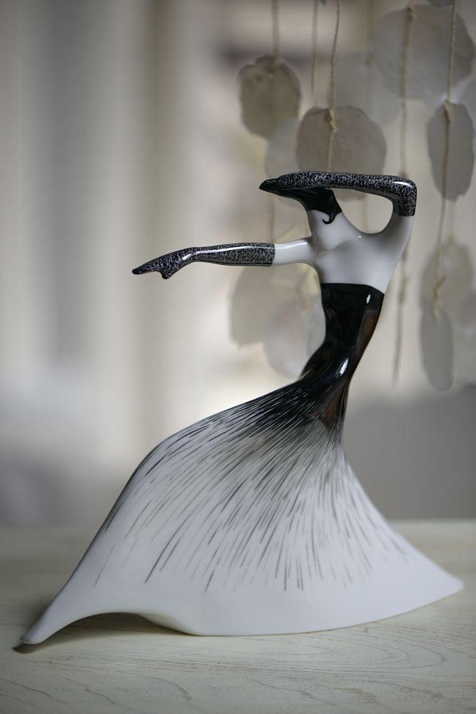 Sento - fighting woman/Sento - kobieta walcząca porcelain figurine/figurka porcelanowa