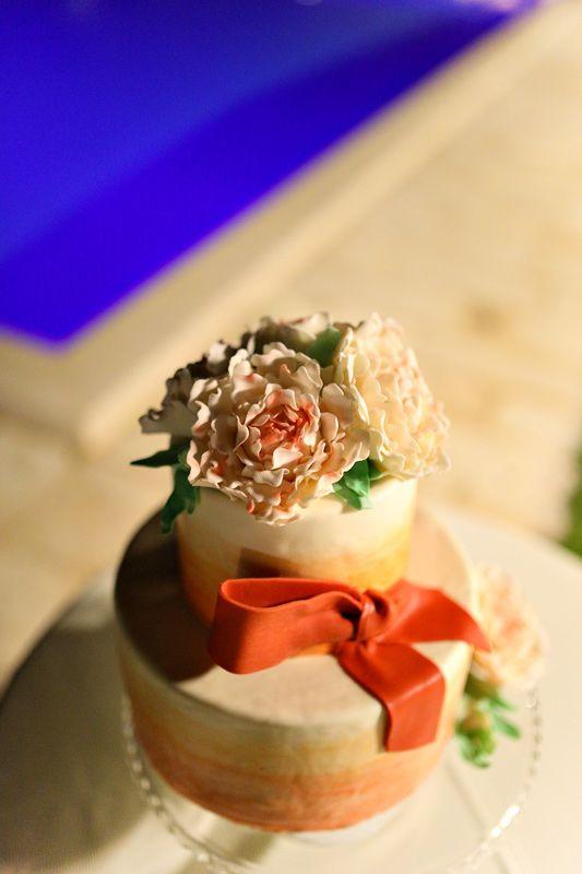 Wedding cake with red japanese ribbon and sugar flowers / Свадебный торт с красной японской лентой и сахарными цветами