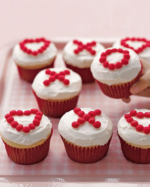 X and O Valentine Cupcakes from Martha Stewart ..... Easy Valentine's Ideas
