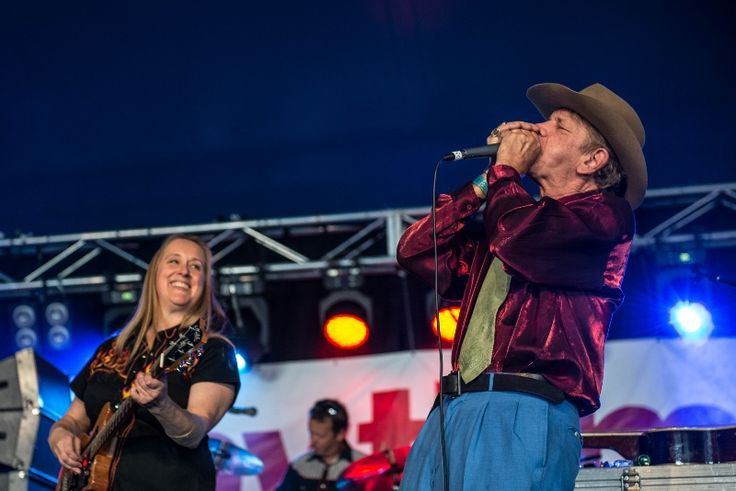 Watermelon Slim with Fiona Boyes at the 2013 Narooma Blues Festival www.bluesfestival.tv