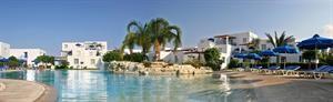 Cyprus Paphos Paphos  Algemene beschrijving: Aliathon Holiday Village in Paphos is bestaat uit 45 gebouwen verdeeld over 2 verdiepingen en heeft 285 kamers. De dichtstbijzijnde stad vanuit het hotel is Paphos (5 km)....  EUR 346.00  Meer informatie  #vakantie http://vakantienaar.eu - http://facebook.com/vakantienaar.eu - https://start.me/p/VRobeo/vakantie-pagina