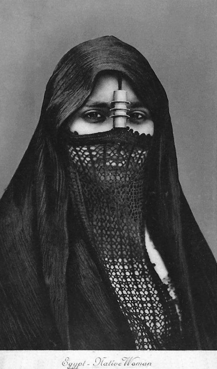 Africa | Egyptian woman | Vintage postcard; publisher Lehnert & Landrock.  No 193.