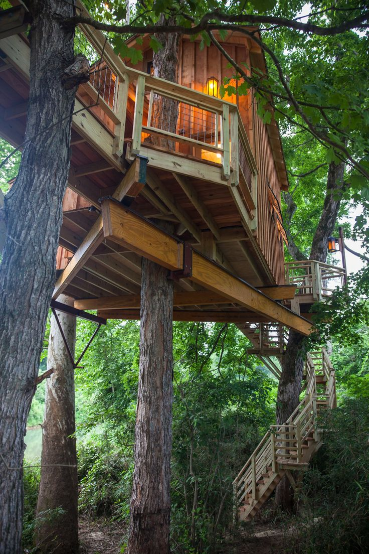 How to build an indoor tree house play loft and drill into the studs - Tennessee Riverbank Treehouse Pete Nelson Nelson Treehouse And Supply