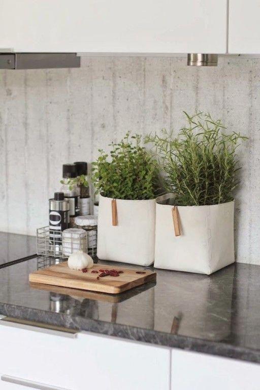 Keuken Inspiratie Interieur 5 Styling Tips Om Je Keuken Stijlvol En Gezellig Te Maken Ke Kitchen Counter Decor Kitchen Countertop Organization Home Kitchens