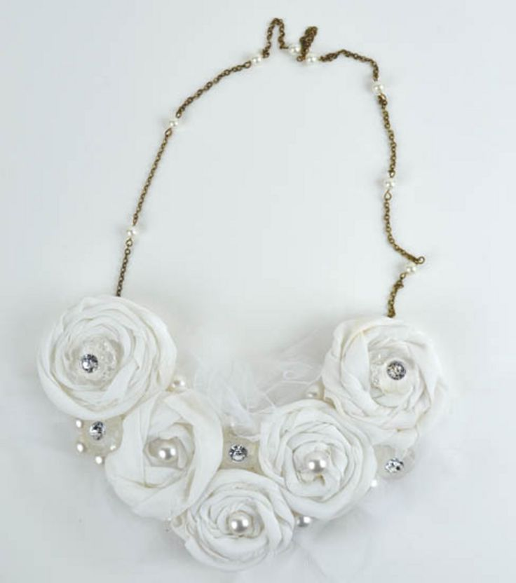 Rosette #necklace #tutorial. #Buttons #tulle & felt.