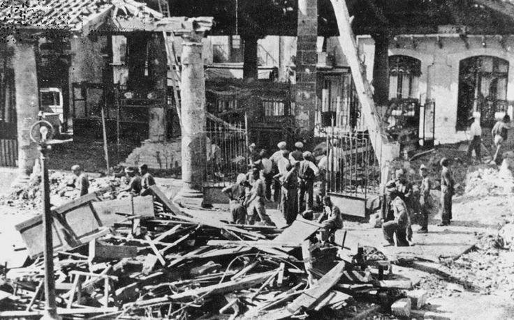 La plaça de la Porxada de Granollers, destruïda pel bombardeig del 31 de maig de 1938 Foto: Autor desconegut / Col·lecció Ajuntament de Granollers.
