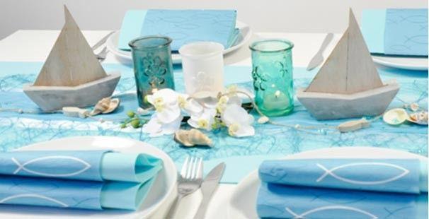 Eine bezaubernde, maritime Tischdekoration in Blau und Türkis mit Schiffen und Fischen. Bestellen Sie hier bequem online.