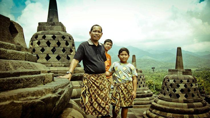 3 Sibero Man on Top of Borobudur