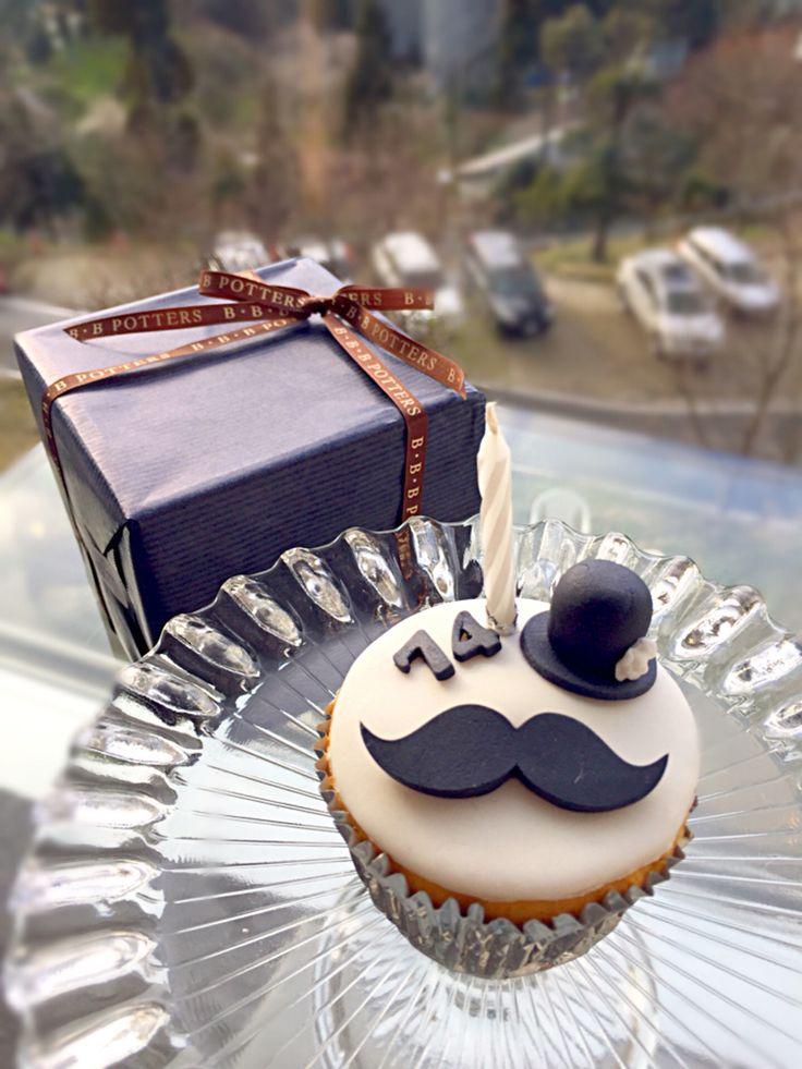 プレゼントとバースデーケーキ