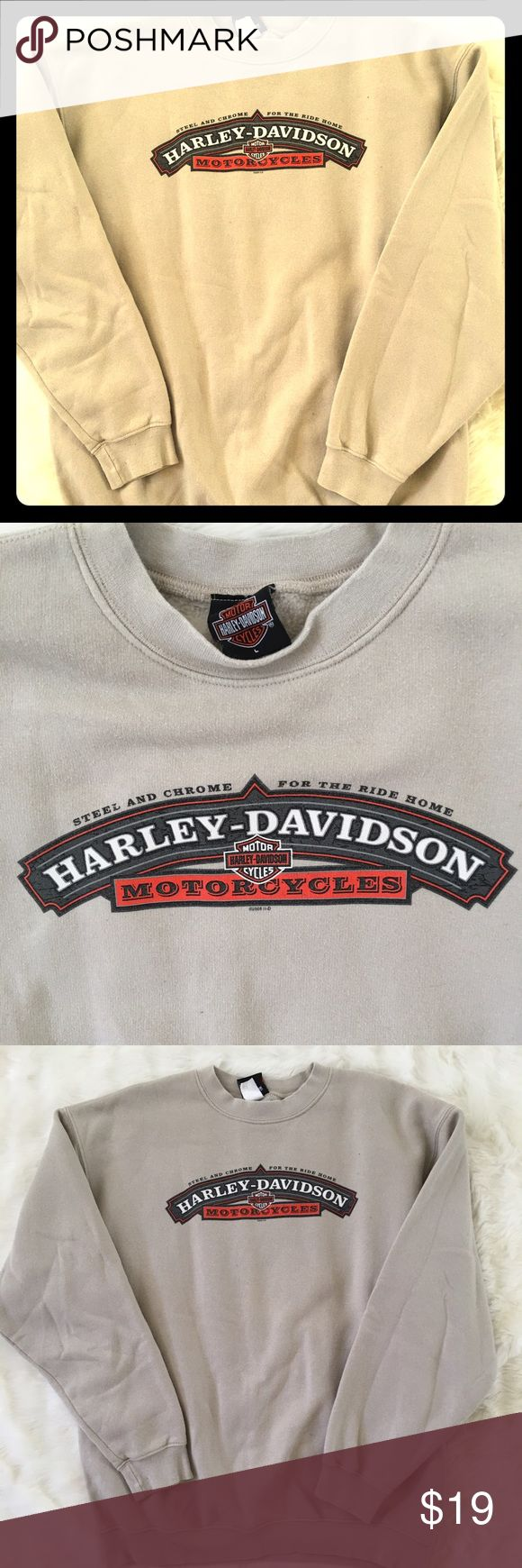 HARLEY DAVIDSON SWEATSHIRT. GENTLY USED. SOFT, LONG SLEEVED, HARLEY SWEATSHIRT Harley-Davidson Sweaters Crew & Scoop Necks