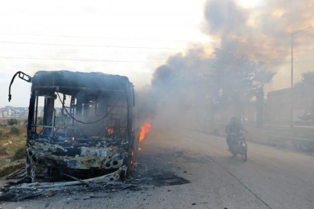 Bus Untuk Evakuasi Korban Terluka di Perkampungan Suriah Habis Terbakar