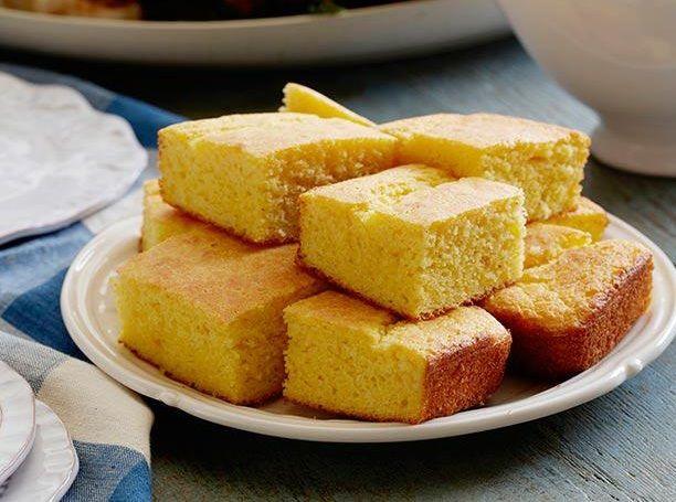 Кукурузный хлеб https://foodmag.me/kukuruznyj-hleb  Время приготовления: 60 мин. Сложность приготовления: Очень просто Колорийность: 0 Ккал Количество порций: 1 Количество ингредиентов: 10  Ингредиенты: 1 зеленый перец чили,,. 120 г натурального йогурта,. 120 мл молока,. 240 г кукурузной муки,. 240 г пшеничной муки,. 3–4 пера зеленого лука,. 90 г сливочного масла,. пакетик разрырхлителя,. соль. яйцо – 1 шт..  Этапы приготовления: Смешать два вида муки, добавить разрыхлитель Овощи вымыть, лук…