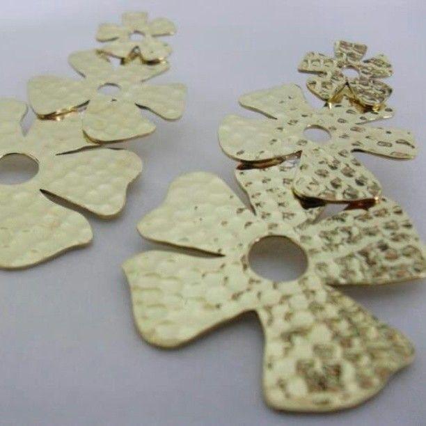 """Golden floral earrings✨🏵• #silver #goldplated24k #handmadejewelry #zachjoyas"""""""