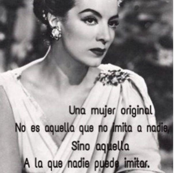 Una mujer original no es aquella que no imita a nadie sino aquella a la que nadie puede imitar. #spanish #quote