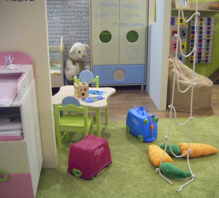 Компания Snite представили интересные дизайны детских комнат на международной выставке Interior Mebel 2013 в Киеве! Наши друзья Trunki , чемоданчики и ящик для игрушек, вписались в интерьерчик. Все лучшее для наших милых детишек!