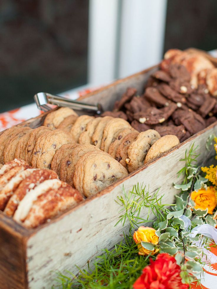 15 Tasty Ways To Serve Cookies At Your Wedding