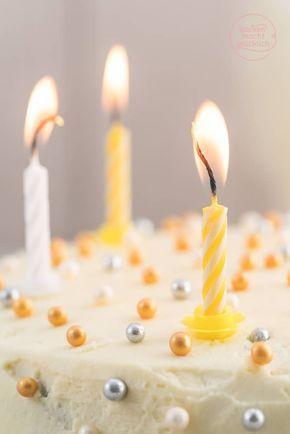Auf der Suche nach einem gelingsicheren einfachen Rezept für eine Geburtstagstorte? Wie wäre es mit dieser weißen Sachertorte? Saftig, luftig, schokoladig, schmeckt Groß und Klein