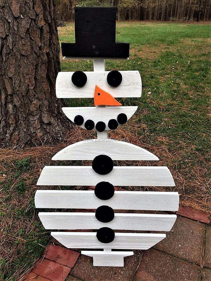 Pallet snowman almost 4ft tall,