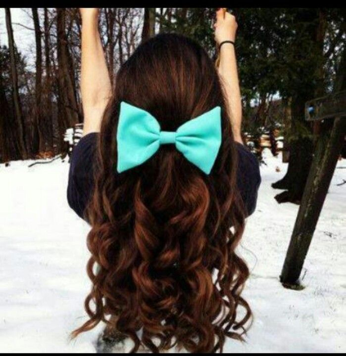 I love this hairstyle! What a cute bow!