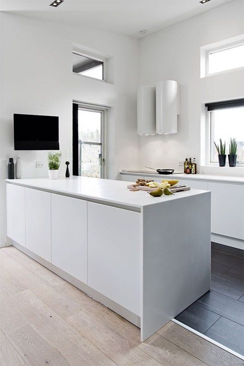 Schiereiland Kleine Keuken : Sleek White Kitchen