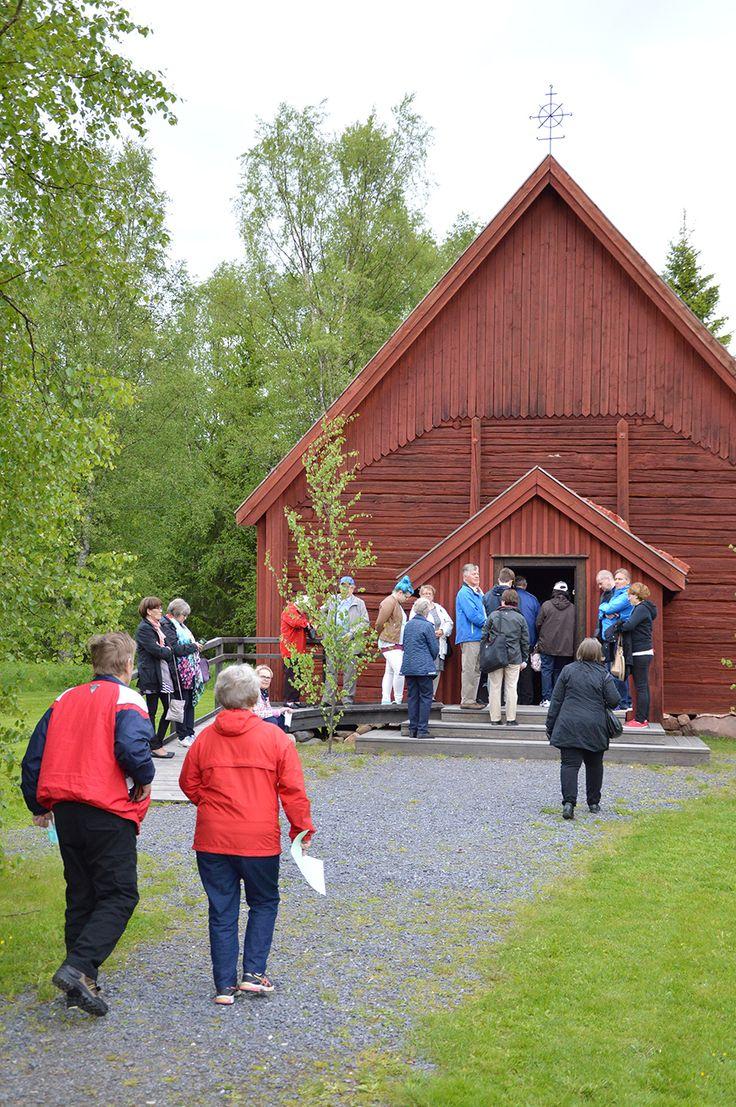 Juhannusaaton hartaus vietettiin Turkansaaren tunnelmallisessa kirkossa. Oulu (Finland)