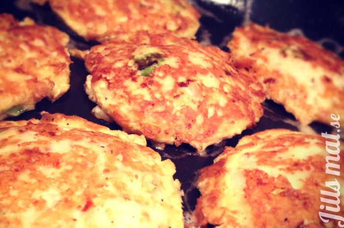 Härliga halloumibiffar - Jills Mat - Halloumi cheese patties - recipe in Swedish - give me a holler if you need translation! :0)