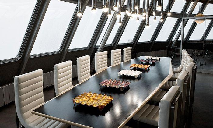 Evans Atelier vyrábí bytové doplňky z lehaného skla