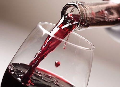 Vinho tinto e usado em remédio antigo