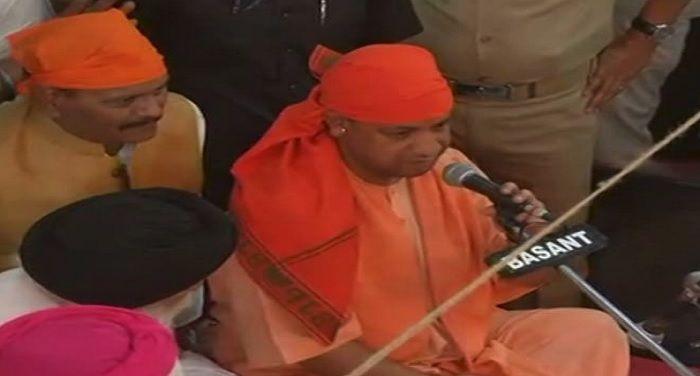 cm yogi aditynath reach lucknow gurudawara at baisakhi festival