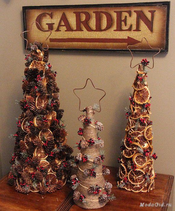 Новогодний хэнд-мейд. Праздничный декор своими руками. Натурального новогодний декор из сушёных апельсинов, мандарин, яблок и груш; симпатичные декоративные ёлочки; конусные ёлочки в зелёно-белой гамме; эффектные новогодние украшения из папиросной бумаги и другие hand made идеи к новому году.