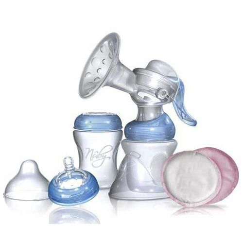 Kit extractor de leche. - Nuby Kit SoftFlex. Set de extractor de leche manual al que se le puede incorporar el adaptador eléctrico. Incluye 2 biberones, 150ml + 240ml.  Mas Info: http://www.petchibebe.com/shopping/products/12-Sacaleches/4998-Kit-extractor-de-leche---Nuby/