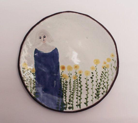 een non in de tuin  lepel rust of kleine plaat door clayopera