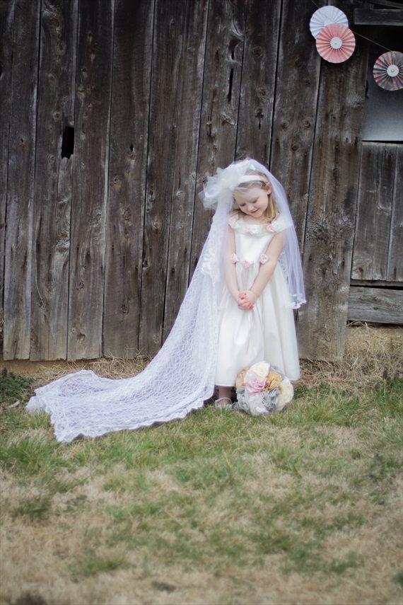rustic fairytale #wedding (photo: jessy carte) - flower girl