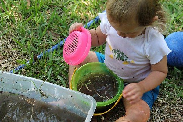 Ook jonge kinderen ontdekken met modder