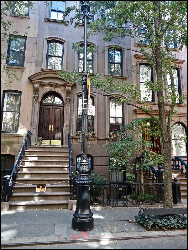 Crush New York Approved TOURIST SPOT Where: Carrie Bradshawu0027s Apartment In  Sex And The City Where She Wrote Her Fabulous Column, Kept Her Manolos And  ...