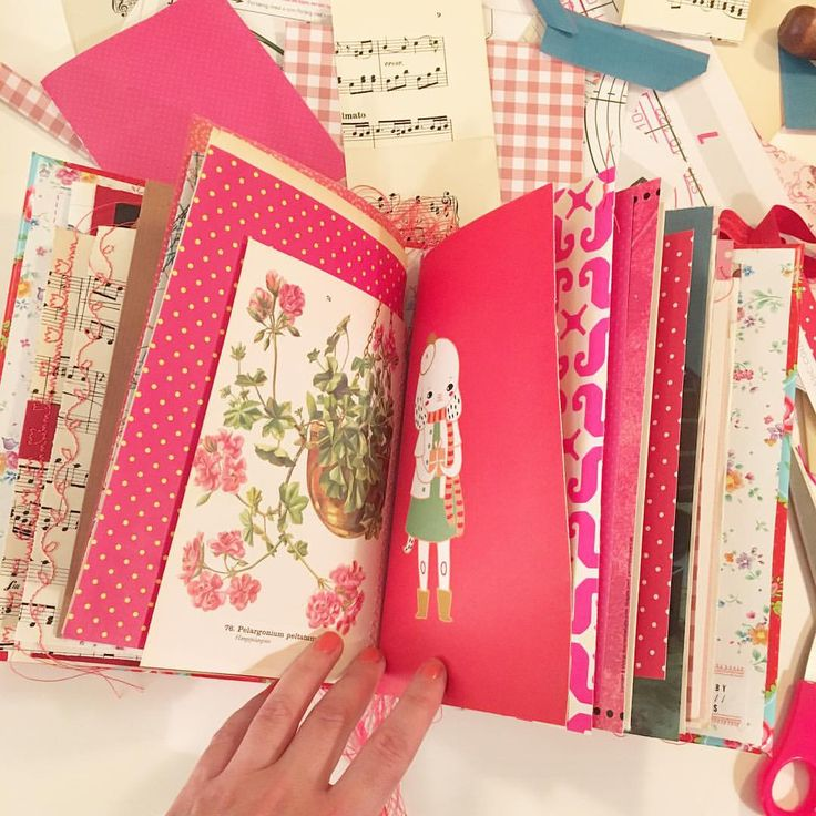 Pink and red inspiration book / junk journal / mood book sewn by mitkrearum.dk  #inspirationbook #bookofinspiration #inspirationsbog  #mitkrearummoodbook