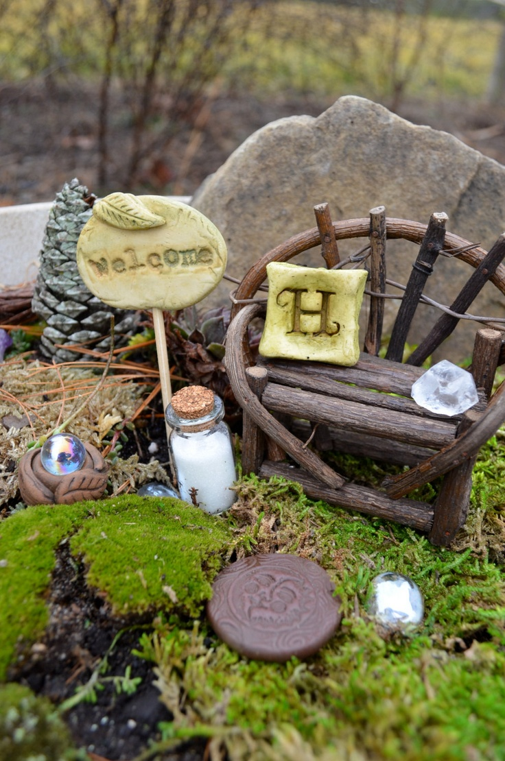 Miniature garden signs-I used to do this when I was a kid!