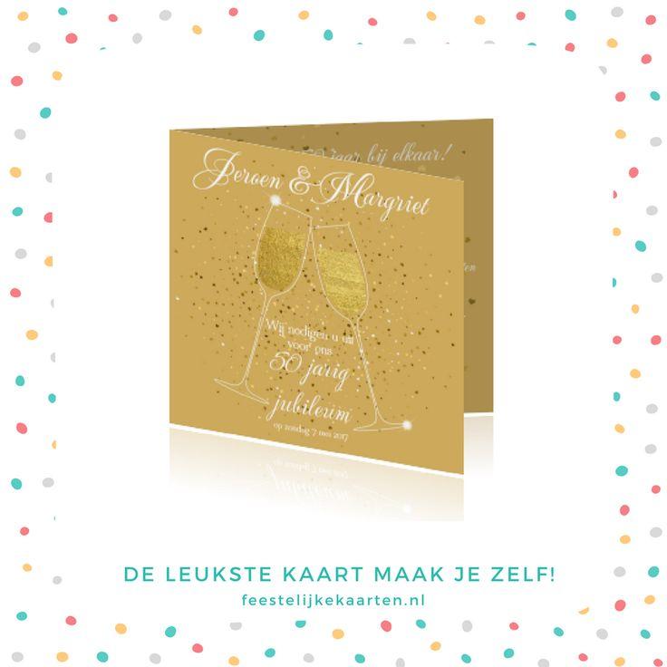 Gouden feest uitnodiging maken voor 50 jaar getrouwd met hartjes confetti. Jubileum huwelijk kaart met champagneglazen. Achtergrondkleur is aan te passen.